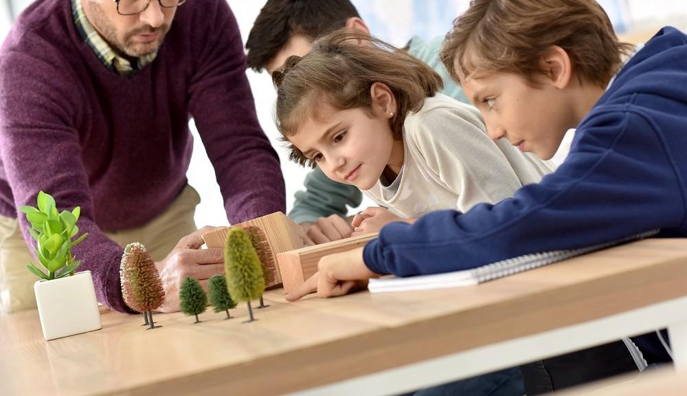Nauczanie dzieciaków budownictwa