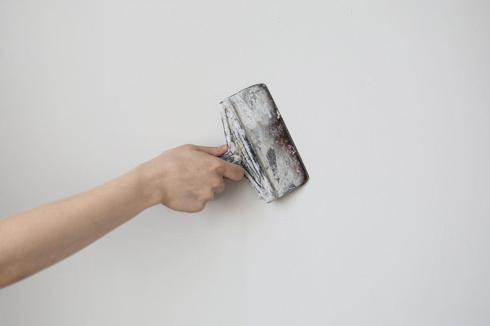 Nakładanie tynku akrylowego