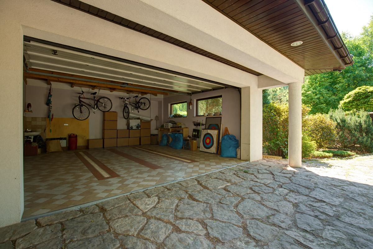 Malowanie ścian i sufitu w garażu – jak dobrać odpowiednie farby?