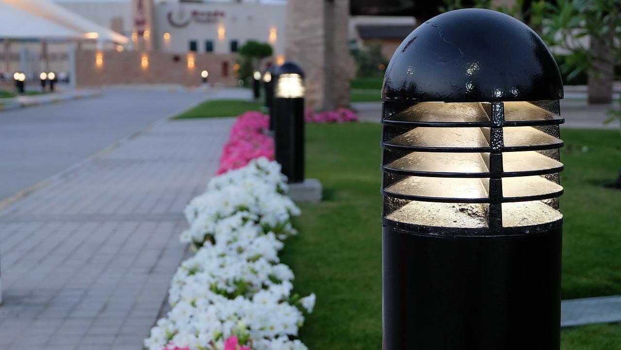 Jak dobrać oświetlenie do ogrodu